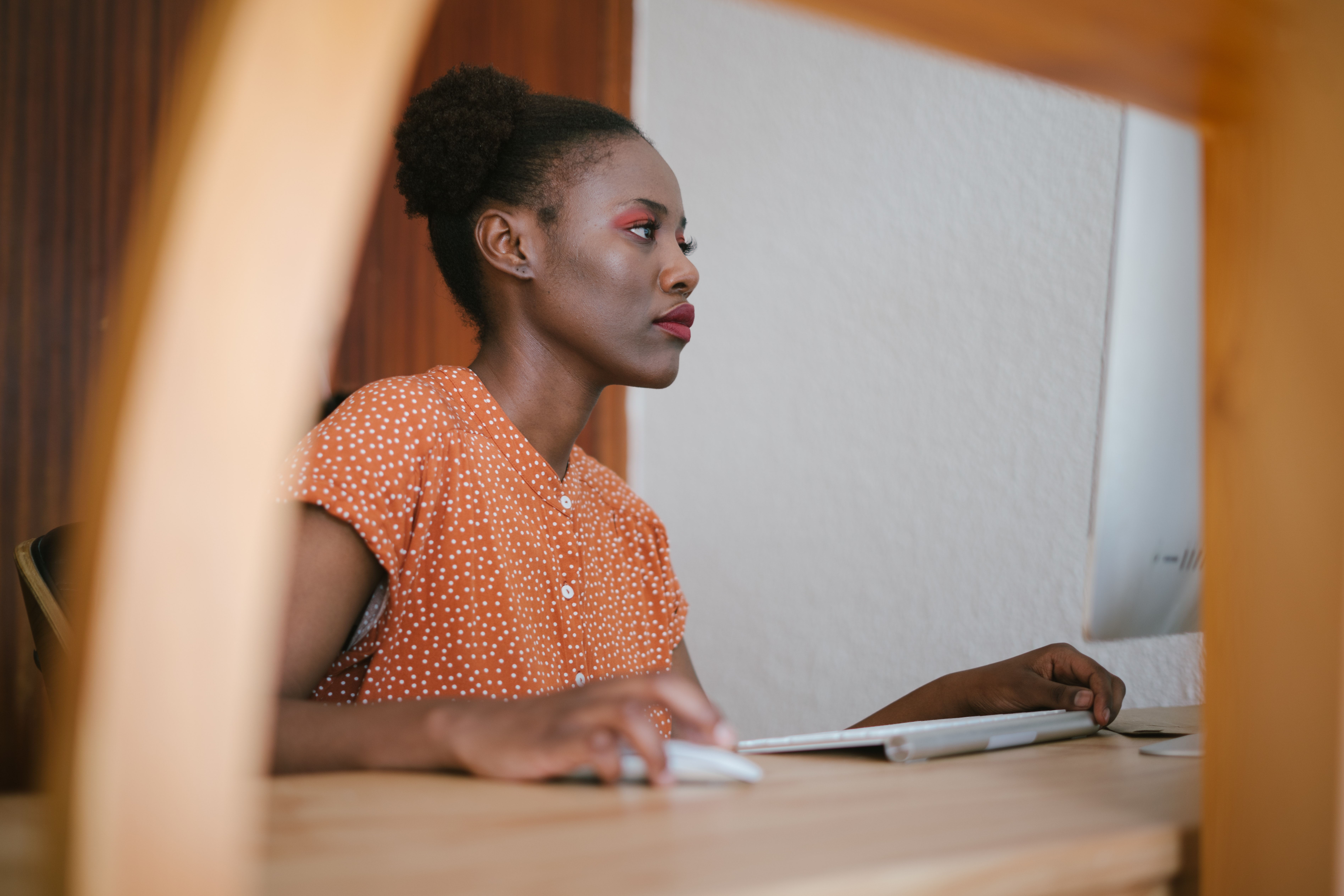 beautiful-woman-computer-concentration-3059700